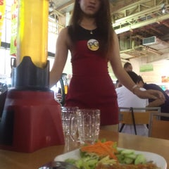Photo taken at ลานเบียร์ บิ๊กซี ดอนจั่น | Beer Garden at Big C by Saman T. on 5/7/2015