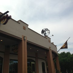 Photo taken at Hard Rock Cafe Niagara Falls USA by Dilek K. on 5/21/2013
