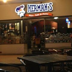 Photo taken at Herman's Pizza - Gal. Olloqui by Ruben M. on 5/30/2013