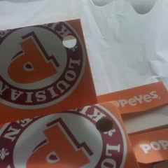 Photo taken at Popeye's by Keona S. on 11/21/2012
