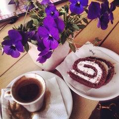Photo taken at Splash Cafe by linouz on 4/16/2013