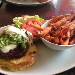 Photo taken at 5 Napkin Burger by Red P. on 8/11/2013