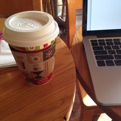 Photo taken at The Coffee Bean & Tea Leaf by June on 11/16/2014