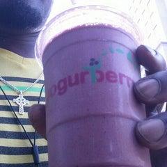 Photo taken at Yogurberry Frozen Yogurt Café by KRick ★. on 5/30/2015