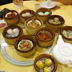 Photo taken at Swatow Seafood Restaurant 汕头海鲜 by Janicia T. on 5/3/2015