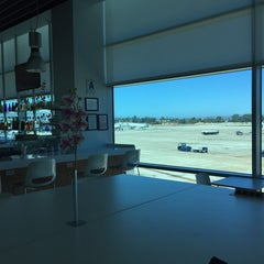 Photo taken at American Airlines Admirals Club by Leif E. P. on 9/29/2015