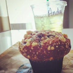 Photo taken at Starbucks by André on 3/26/2016
