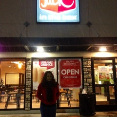 Photo taken at Jack in the Box by Madeth B. on 12/22/2013