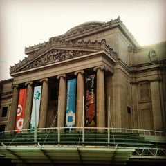 Photo taken at Brooklyn Museum by Bianca G. on 1/4/2013