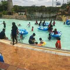 Photo taken at Wet World Shah Alam by Bro S. on 10/14/2012