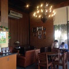 Photo taken at Wawee Coffee by Oaku on 12/7/2015