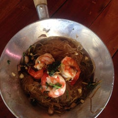 Photo taken at เจ๊อึ่งซีฟู๊ด (ป่าคั่น) Jae Aung Seafood by Sirin R. on 6/1/2015