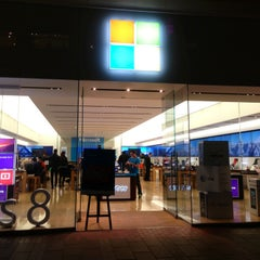 Photo taken at Microsoft Store by Harvey C. on 2/15/2013
