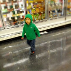 Photo taken at Sprouts Farmers Market by beno h. on 1/27/2013