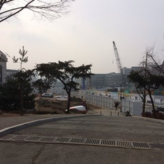 Photo taken at 연세대학교 학생회관 (Yonsei University Student Union) by Bomyi J. on 1/8/2014