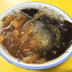 Photo taken at Zhao An Granny Grass Jelly Drink by Feng Run C. on 1/30/2015