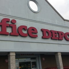 Photo taken at Office Depot by Otoniel C. on 11/3/2013