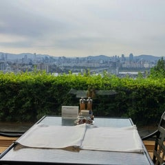 Photo taken at 테라스 (The Terrace) by Choongwon(Steven) L. on 6/18/2015