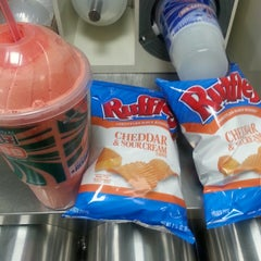 Photo taken at 7-Eleven by Leetarvous F. on 3/2/2014