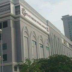 Photo taken at Dataran Pahlawan Melaka Megamall by Nadia K. on 12/29/2012