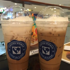 Photo taken at Coffee World (คอฟฟี่ เวิลด์) by Thitirat V. on 4/24/2015
