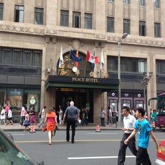 Photo taken at 和平饭店 | Fairmont Peace Hotel by Heather R. on 6/11/2013
