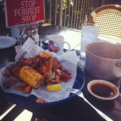 Photo taken at Bubba Gump Shrimp Co by Arthur D. on 6/28/2014