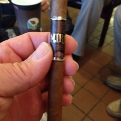 Photo taken at Goodfellas Cigar Lounge by Stephen P L. on 11/22/2013