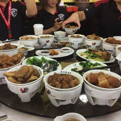 Photo taken at Pao Xiang Bak Kut Teh (宝香绑线肉骨茶) by Nixia on 9/23/2014