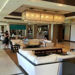 Photo taken at Ko'a Kea Hotel & Resort by Wilbur H. on 9/10/2015