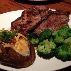 Photo taken at Outback Steakhouse by tadamitsu m. on 8/16/2014