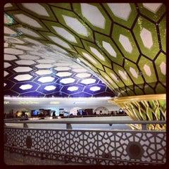 Photo taken at Abu Dhabi International Airport (AUH) مطار أبو ظبي الدولي by Diana P. on 1/5/2013
