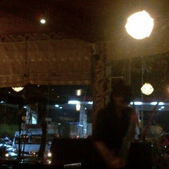 Photo taken at D'7uan Coffee Lounge & Kitchen Bar by Bagus on 4/20/2013