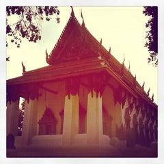 Photo taken at Suvarn Dararama Temple by Ekkarat R. on 10/21/2012