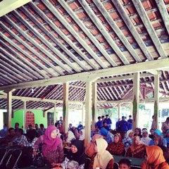 Photo taken at Balai Desa Ponjong by Nurudin J. on 3/9/2013