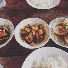 Photo taken at แกงป่า คุณยายตุ่ม by Neramit S. on 9/20/2015