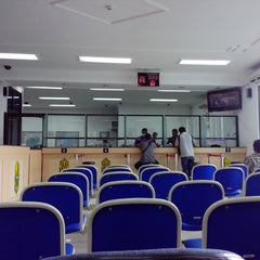 Photo taken at Bank Indonesia Palangka Raya by Fajar E. on 2/25/2014