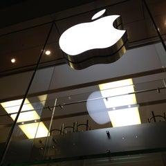 Das Foto wurde bei Apple Store von Nick B. am 4/14/2013 aufgenommen