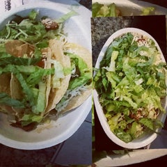 Photo taken at Chipotle Mexican Grill by Ren C. on 11/24/2014