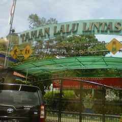 Photo taken at Taman Lalu Lintas by Armein H. on 12/14/2012
