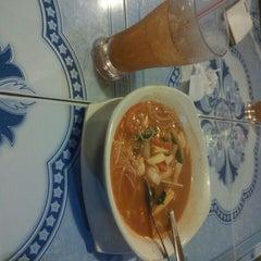 Photo taken at Restoran Norsiah Tom Yam Seafood by Azizah J. on 4/26/2015