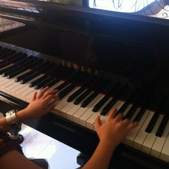 Photo taken at บ้านเปียโนพอเพียง by JeEd z Z Q. on 10/28/2012