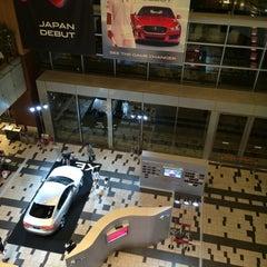 Photo taken at 東京ミッドタウン ガレリアB1F アトリウム by Takashi M. on 6/5/2015