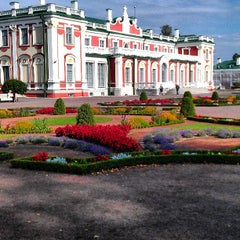 Photo taken at Kadrioru Loss | Kadriorg Palace by Natalya F. on 8/18/2013