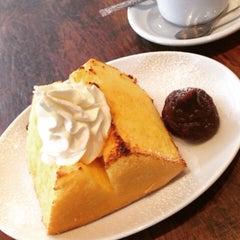 Photo taken at SHOTO CAFE (松濤カフェ) by Eriko O. on 5/6/2015