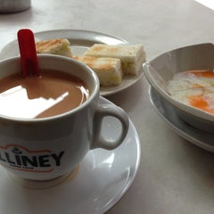 Photo taken at Killiney Kopitiam by T Y. on 7/3/2014