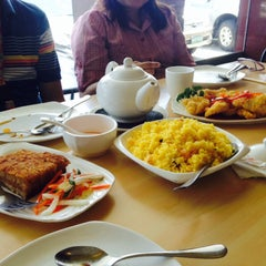 Photo taken at King Bee Chinese Restaurant by Nathaniel Kinoe-Nakie A. on 3/29/2015