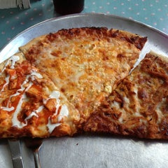Photo taken at Memphis Pizza Cafe by Jennifer L. on 6/5/2014