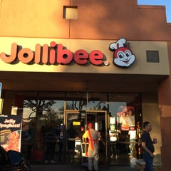 Photo taken at Jollibee by Alyssa N. on 3/30/2015