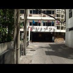 Photo taken at Rose Hotel Bangkok by Kerry P. on 9/14/2012